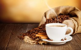 nguoi-bi-cao-huyet-ap-co-nen-uong-cafe